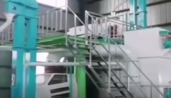 四川省邛崍酒廠糧食清理粉碎設備投產