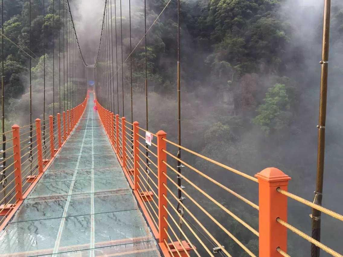 太湖源风景区玻璃吊桥