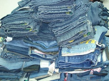 东莞哪里收购外贸男女儿童牛仔裤库存处理回收