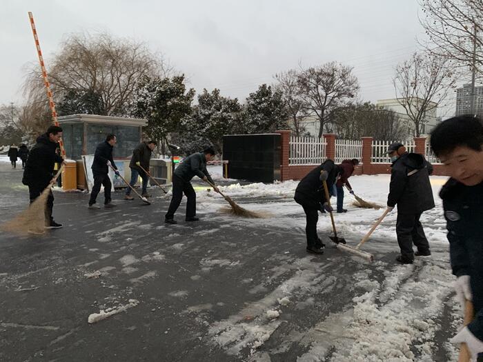 《农业科技公司积极抗雪防灾,全力以赴保安全稳生产》