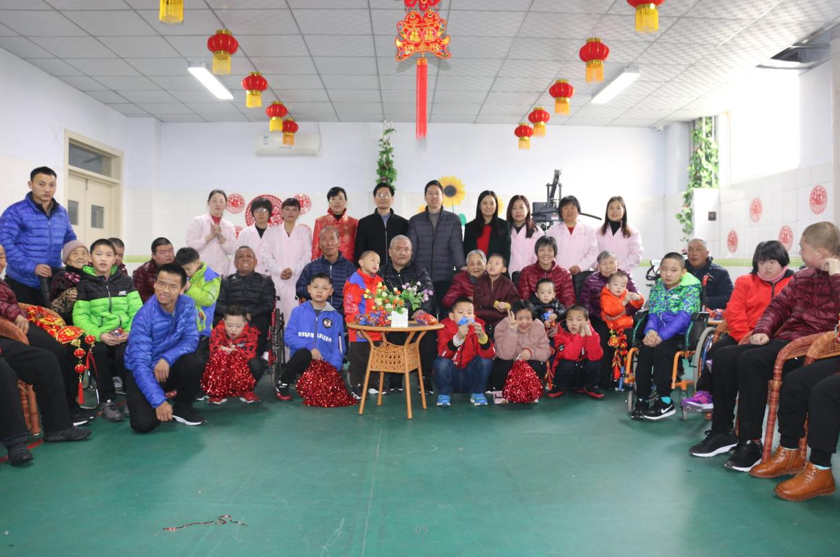 大年初一市社会福利中心组织老人孩子开展欢喜大拜年活动
